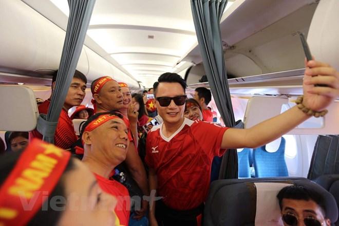 'Nhuộm đỏ' chuyến bay sang Indonesia vì tuyển Olympic Việt Nam