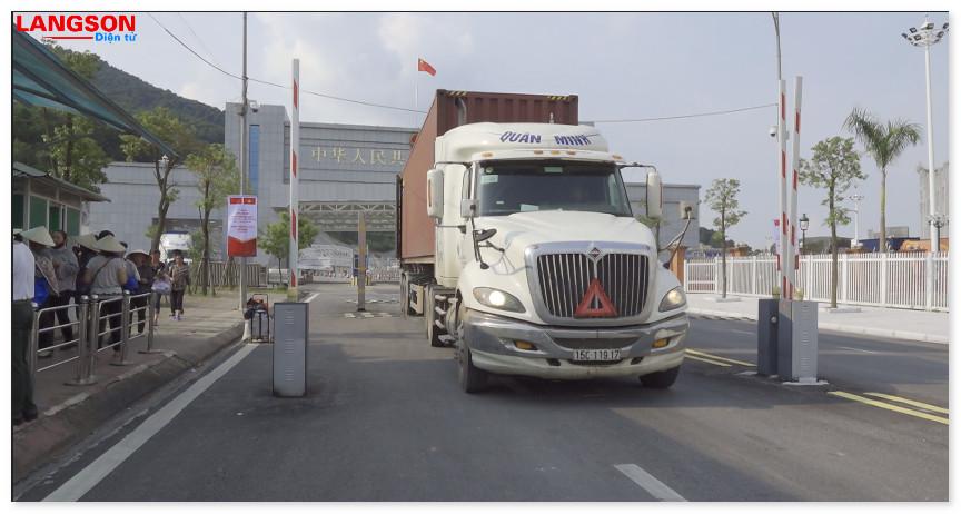 Gần 750 lượt phương tiện xuất nhập cảnh qua cửa khẩu song phương Chi Ma - Ái Điểm