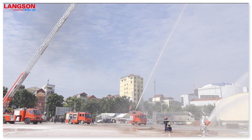 Công an Lạng Sơn tổ chức Hội thi thể thao nghiệp vụ chữa cháy, cứu nạn, cứu hộ