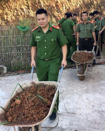 Công an huyện Lộc Bình: Học tập và làm theo gương Bác