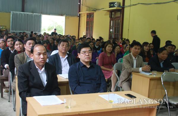 Lãnh đạo Uỷ ban MTTQ tỉnh  dự ngày hội đại đoàn kết toàn dân tộc thôn Pác Khuông