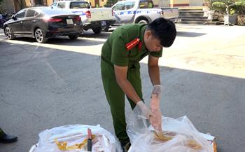 Công an Cao Lộc: Ngăn thực phẩm nhập lậu