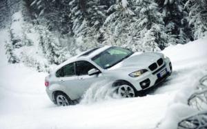 6 bí kíp đảm bảo an toàn khi lái xe đường có tuyết