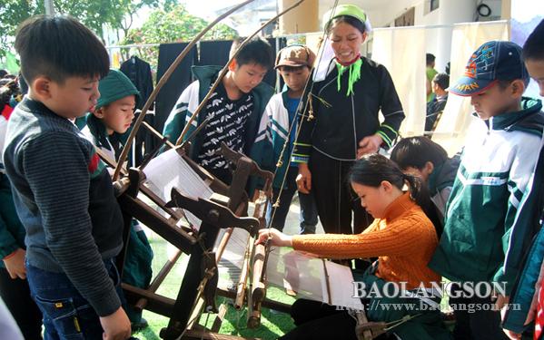 Trên 700 học sinh tham quan, trải nghiệm các hoạt động truyền thống tại Bảo tàng tỉnh