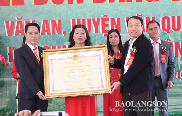 Lãnh đạo UBND tỉnh dự lễ đón bằng công nhận đạt chuẩn nông thôn mới tại xã Văn An