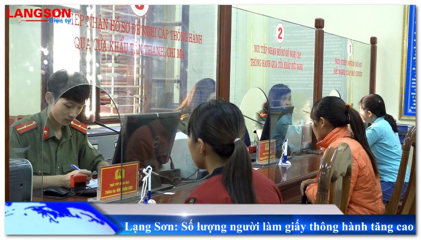 Lạng Sơn: Số lượng người làm giấy thông hành tăng cao