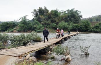 Tân Việt: Mơ một cây cầu