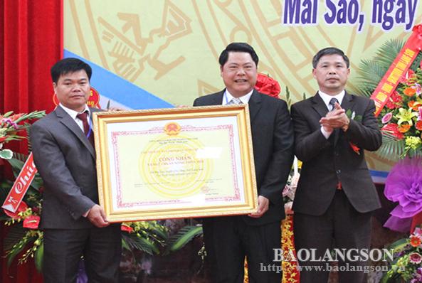 Xã Mai Sao đón bằng công nhận đạt chuẩn nông thôn mới