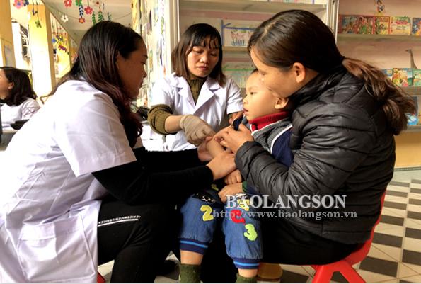 Tiêm phòng sởi – rubella cho trẻ: Cần nâng cao nhận thức của phụ huynh