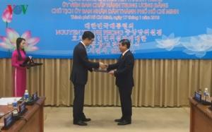 Chủ tịch TP.HCM nhận Huân chương văn hoá của Tổng thống Hàn Quốc