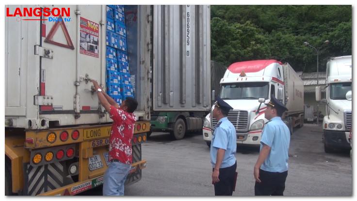 Nỗ lực ngăn chặn xuất khẩu trái phép hàng nông sản tại cửa khẩu Tân Thanh