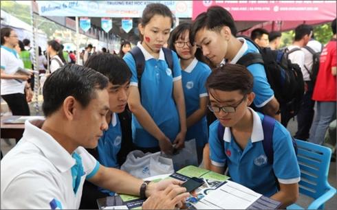 Hơn 30.000 người tham gia Ngày hội Tư vấn tuyển sinh, hướng nghiệp