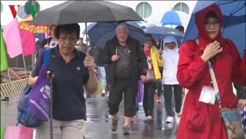 Đón 2.000 khách quốc tế đầu tiên đến Huế bằng đường biển