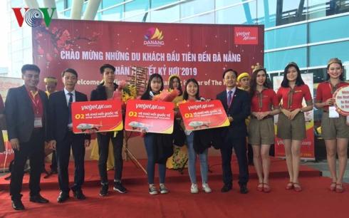 Gần 200 khách du lịch quốc tế đầu tiên tới xông đất Đà Nẵng