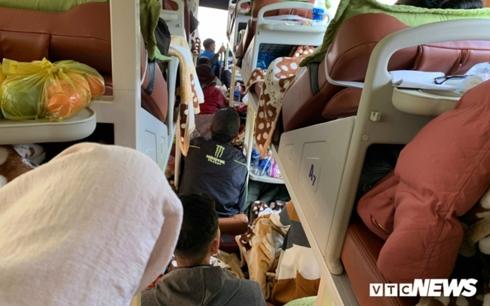Giá vé xe khách đầu xuân tăng gấp 3 lần ngày thường, hành khách khổ sở