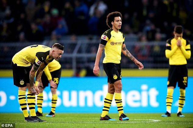 Bundesliga: Dortmund rơi chiến thắng khó tin, Bayern chưa lên tốp 2