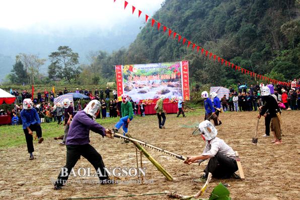 Bình Gia: Đặc sắc lễ hội Cầu mùa xã Mông Ân