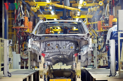 Bộ Tài chính đề xuất giảm giá tính thuế TTĐB với ô tô nội