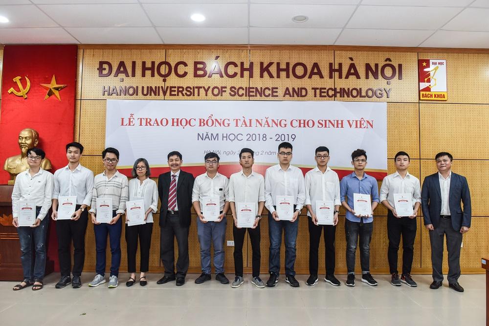 ĐHBK Hà Nội triển khai chính sách học bổng mới giúp sinh viên nghèo