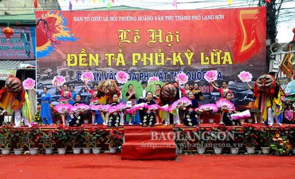Hàng ngàn người tham gia nghi lễ cướp đầu pháo