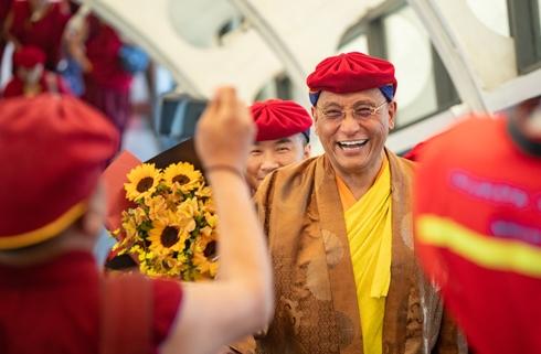 Đức Pháp Vương Gyalwang Drukpa tới tham quan xứ sở Cầu Vàng
