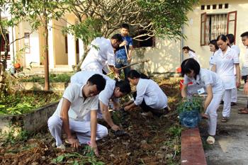 Trung tâm Y tế Văn Quan: Xây dựng bệnh viện xanh - sạch - đẹp