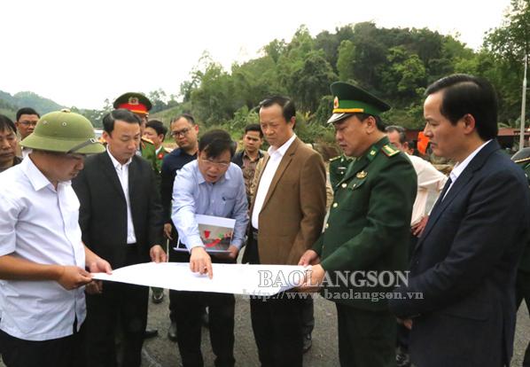 Chủ tịch UBND tỉnh kiểm tra công tác chuẩn bị lễ thông xe tuyến đường phục vụ xuất nhập khẩu