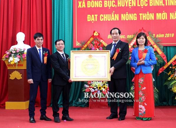 Lãnh đạo UBND tỉnh dự lễ đón bằng công nhận xã Đồng Bục đạt chuẩn nông thôn mới