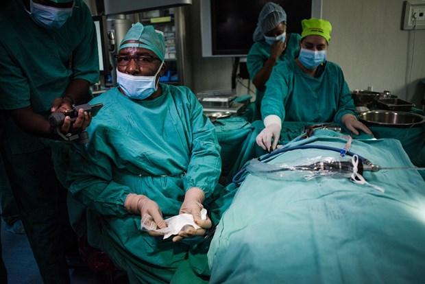 Thực hiện thành công ca mổ thay xương tai giữa đầu tiên trên thế giới