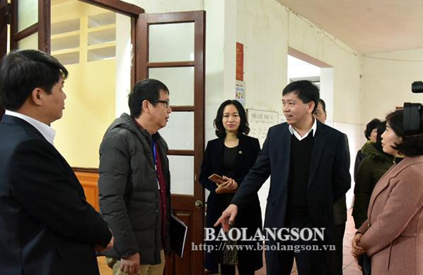 Lãnh đạo UBND tỉnh kiểm tra an toàn vệ sinh thực phẩm tại các trường học trên địa bàn thành phố Lạng Sơn