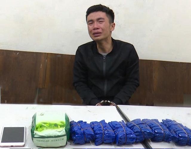 Bắt đối tượng vận chuyển 12 nghìn viên ma túy tổng hợp