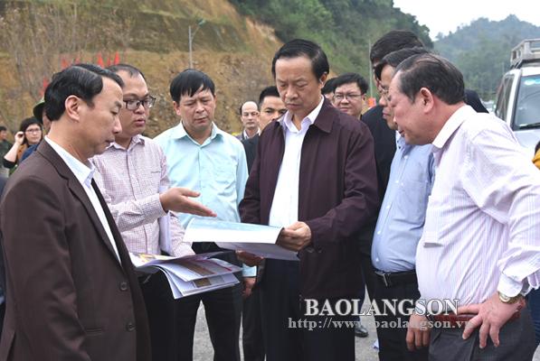 Chủ tịch UBND tỉnh kiểm tra công tác chuẩn bị lễ thông xe tuyến đường xuất nhập khẩu