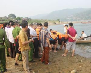 Chia buồn với gia đình các em nhỏ bị đuối nước ở Hoà Bình