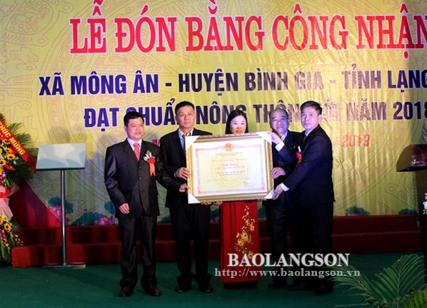 Xã Mông Ân đón bằng công nhận đạt chuẩn nông thôn mới