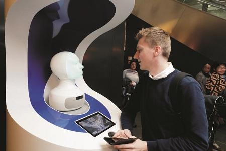 Sân bay Đức thử nghiệm robot AI nói được 9 thứ tiếng