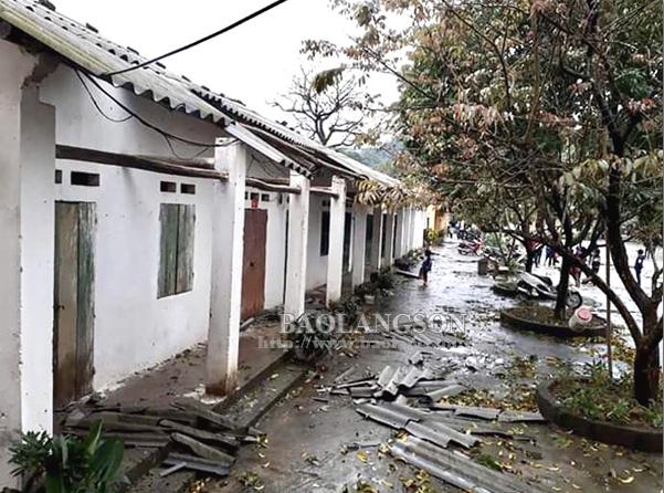 Gần 100 ngôi nhà bị tốc mái, hư hỏng do gió lốc, mưa đá