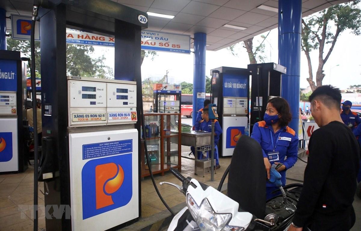 Giá xăng tăng liên tiếp cùng với giá điện tạo áp lực tăng giá lớn