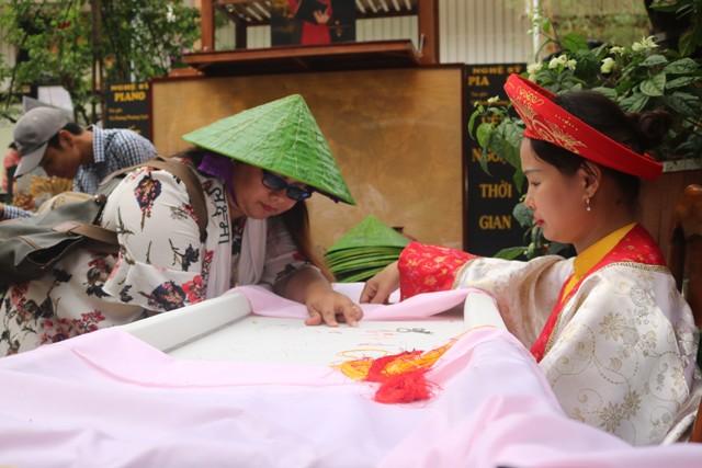 Nhiều sản phẩm độc đáo tại Festival Nghề truyền thống Huế năm 2019