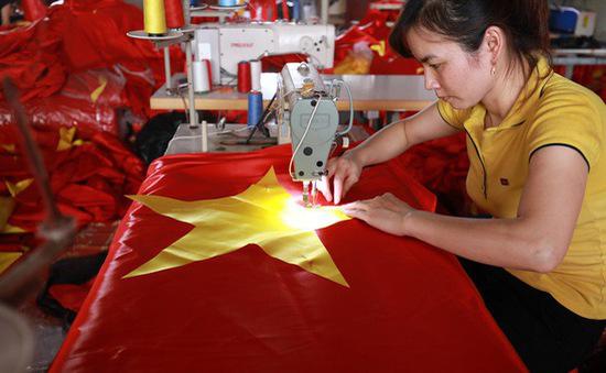 Tới làng Từ Vân tìm hiểu nghề may cờ Tổ quốc