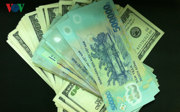 Tỷ giá tiếp tục tăng cao dù giá USD trên thế giới giảm