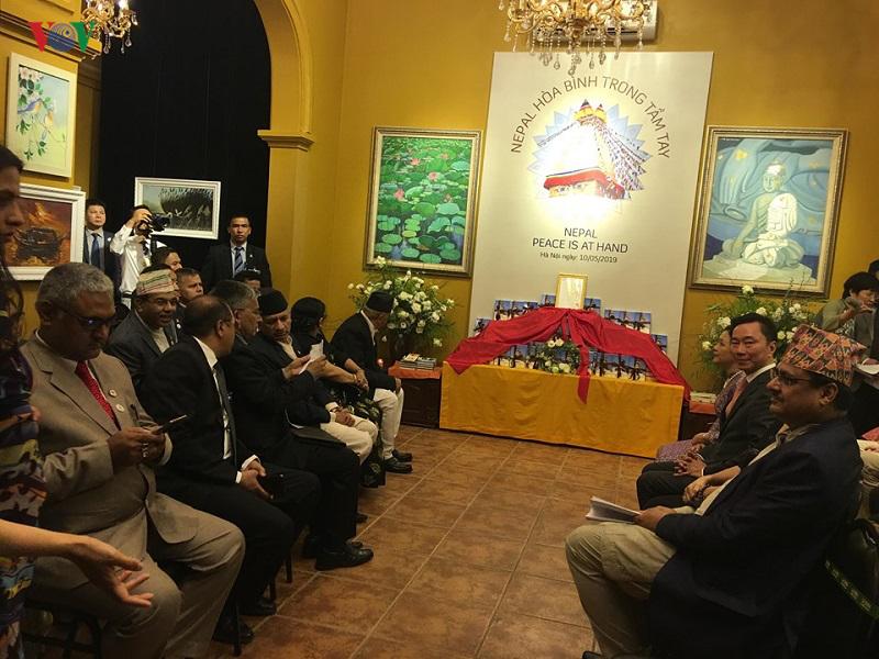 Thủ tướng Nepal dự giới thiệu sách
