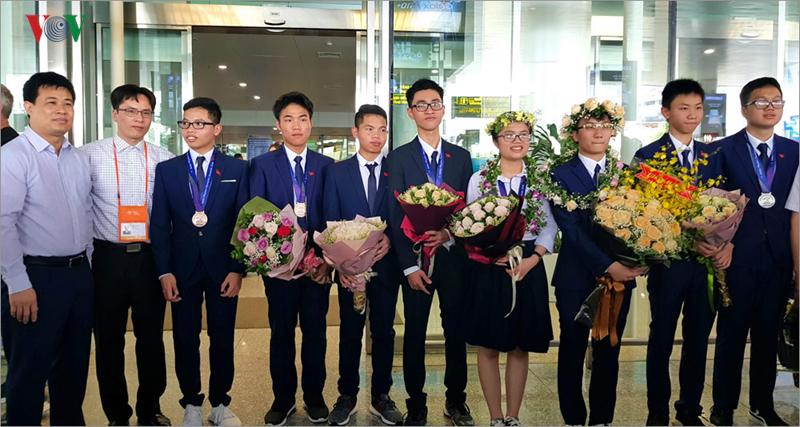 Giành 7 giải, đội tuyển Olympic Vật lý châu Á trở về trong hân hoan