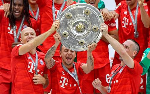"""Chùm ảnh Bayern Munich đăng quang Bundesliga ngày chia tay """"Robbery"""""""