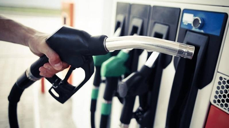 Tiếp tục cắt giấy phép để thêm doanh nghiệp xăng dầu