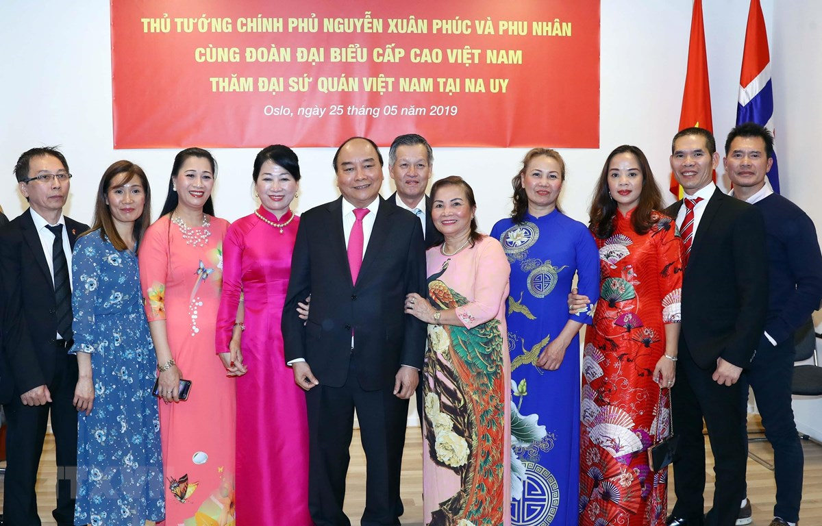 Thủ tướng thăm Đại sứ quán và cộng đồng người Việt Nam tại Na Uy
