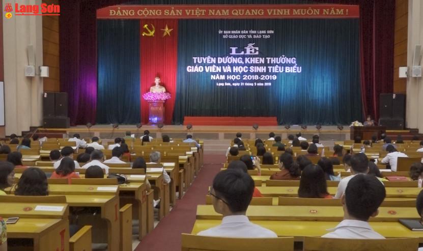 Lạng Sơn: Tuyên dương, khen thưởng giáo viên và học sinh tiêu biểu năm học 2018 - 2019