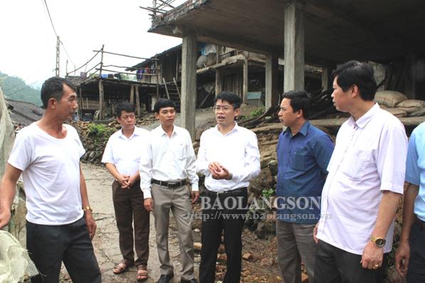 Kiểm tra xây dựng nông thôn mới tại Văn Quan