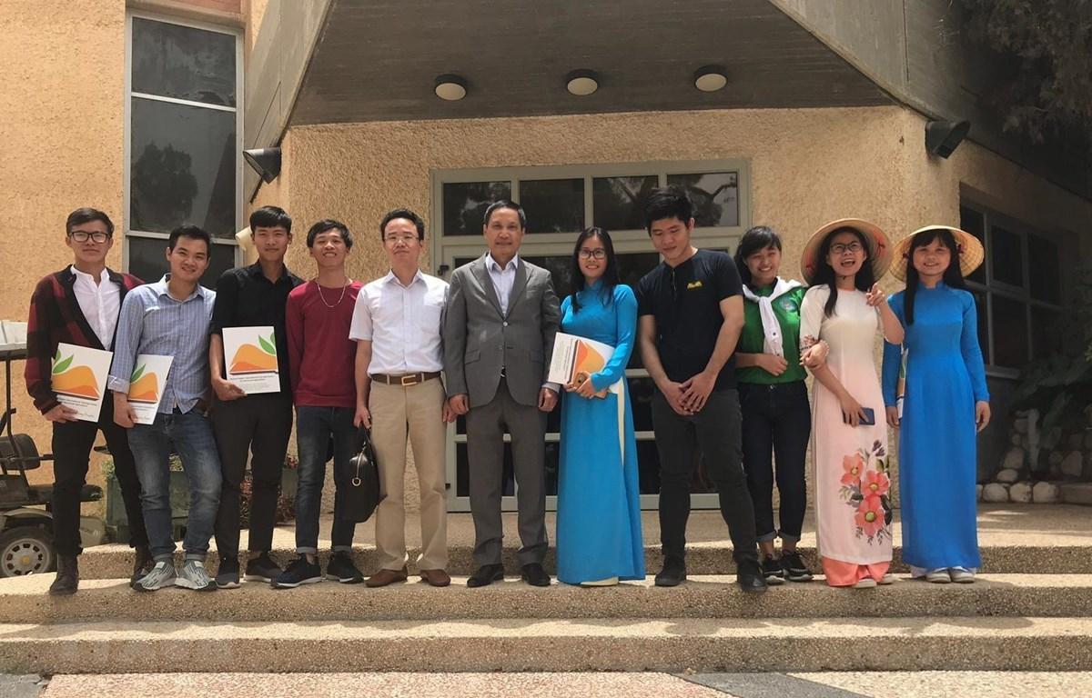 Sinh viên Việt Nam 'gặt hái kiến thức nông nghiệp công nghệ cao Israel
