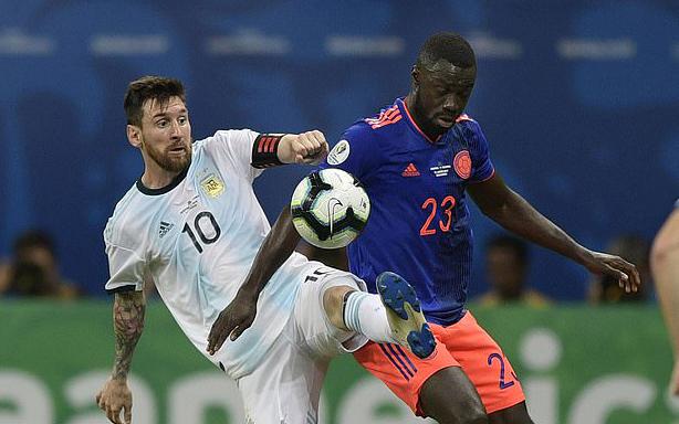 """Messi cảm thấy """"đắng lòng"""" khi Argentina thua Colombia"""