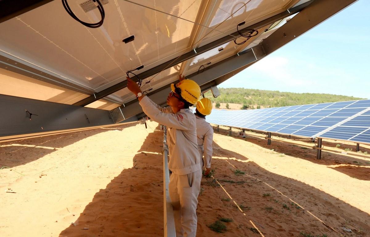 Tiềm năng và cơ hội phát triển điện gió, điện Mặt Trời ở Việt Nam
